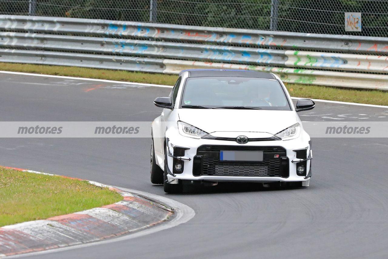 Primeras fotos espía del GRMN Yaris 2022, el utilitario más extremo de pruebas en Nürburgring