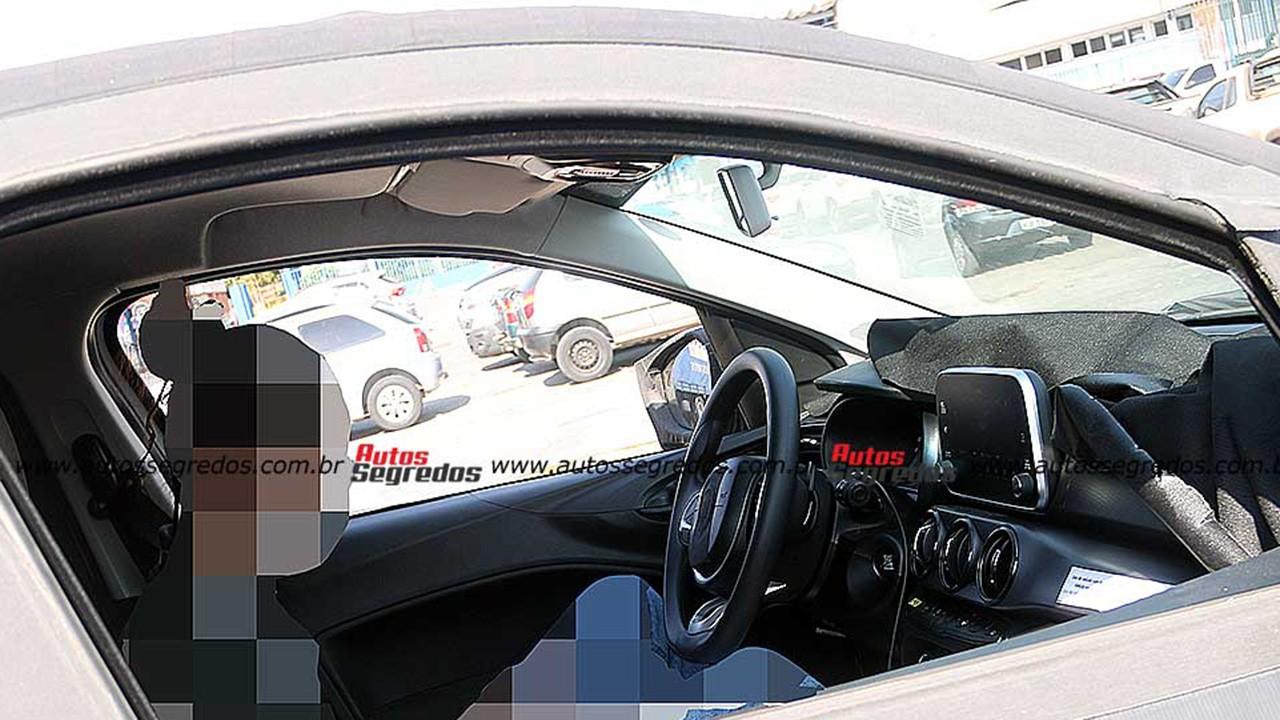El interior del nuevo SUV de FIAT basado en el Argo al descubierto en estas fotos espía