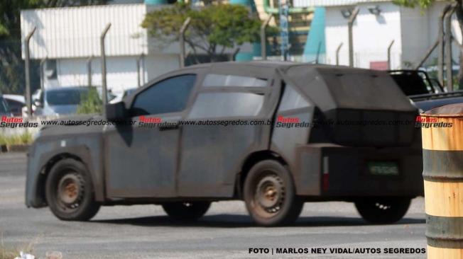 FIAT Argo SUV - foto espía