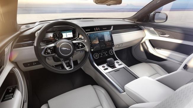 Jaguar XF 2021 - interior