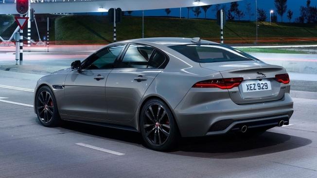 Jaguar XE 2021 - posterior