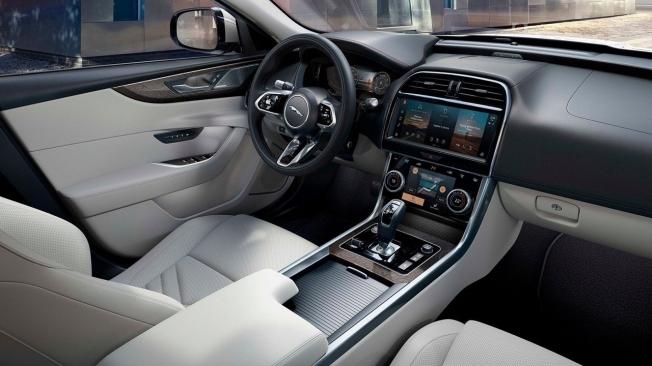 Jaguar XE 2021 - interior