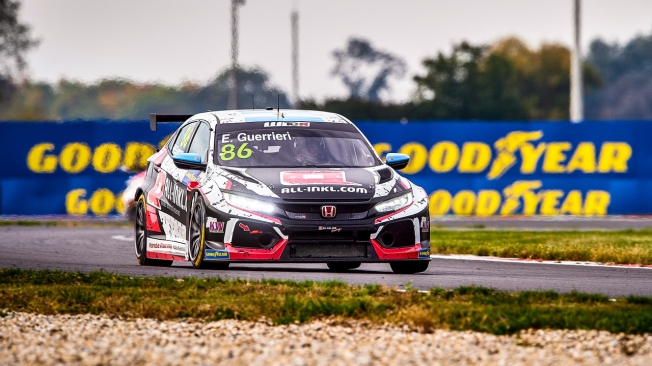 Tom Coronel gana una accidentada carrera del WTCR en Slovakia Ring