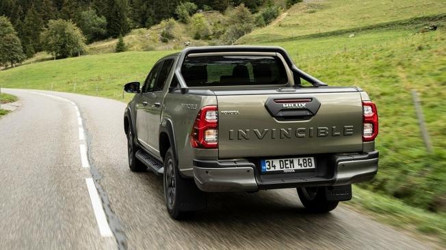 Toyota Hilux Invincible - posterior