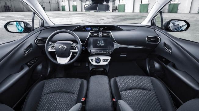 Toyota Prius Plug-in 2021 - interior