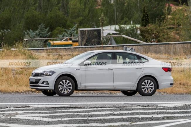 Volkswagen Virtus 2021 - foto espía lateral