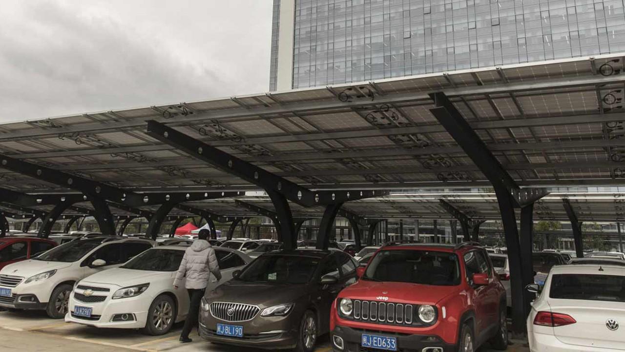China - Septiembre 2020: La demanda de vehículos electrificados se recupera