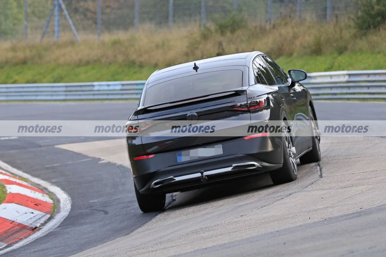 2020 - [Volkswagen] ID.4 - Page 10 Volkswagen-id4-coupe-foto-espia-nurburgring-202071832-1602614586_11