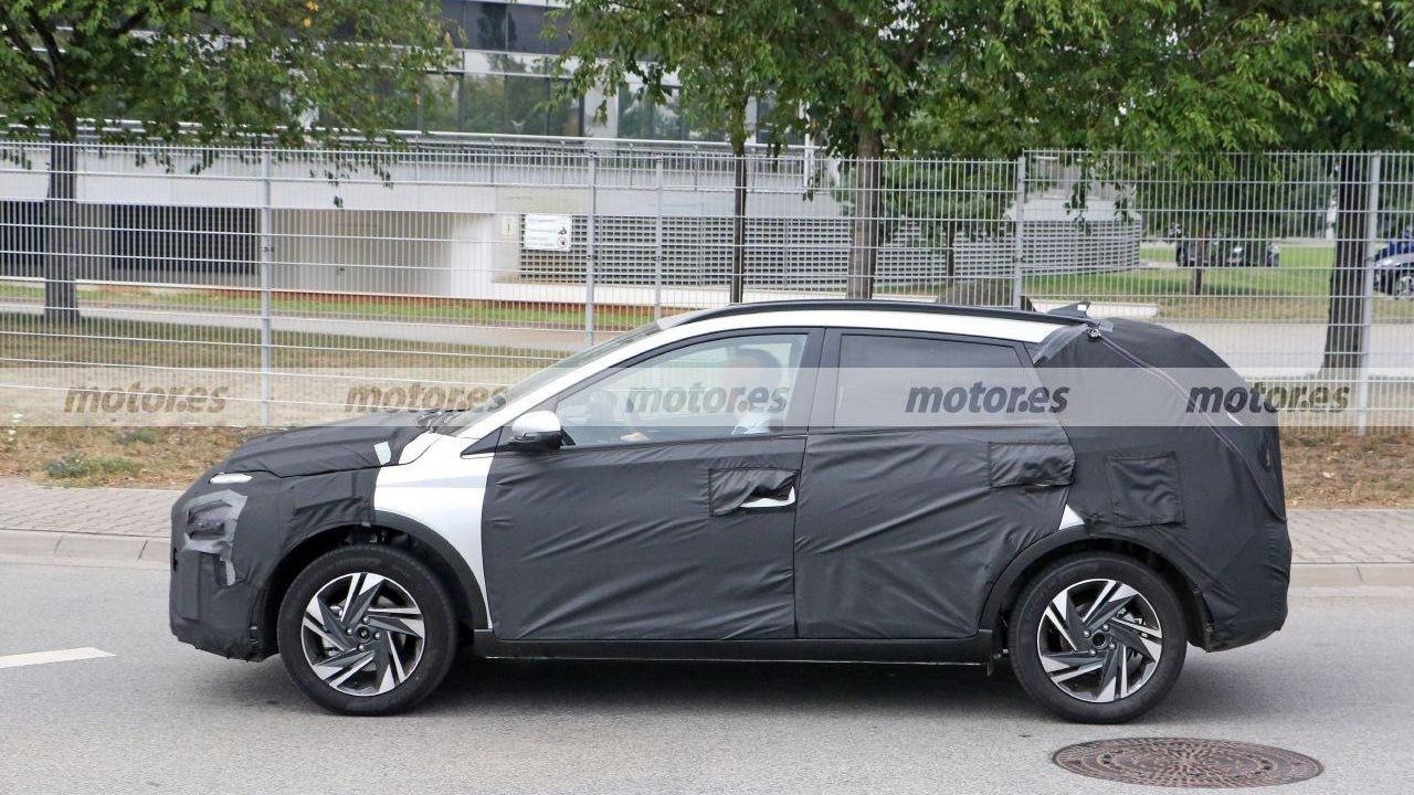 Hyundai Bayon - foto espía lateral