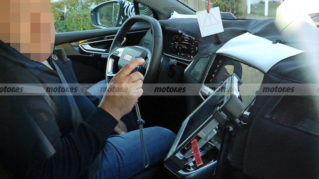Foto espía Audi Q4 e-tron 2021 - interior