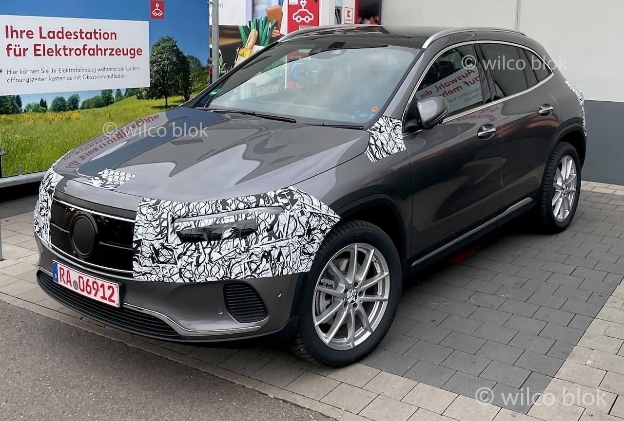 Se destapa el nuevo Mercedes EQA 2021 en unas nuevas fotos espía, interior incluido