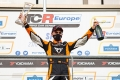 Successful weekend for Mikel Azcona in his 'visit' to TCR Italy
