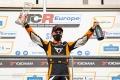 Exitoso fin de semana de Mikel Azcona en su 'visita' al TCR Italy
