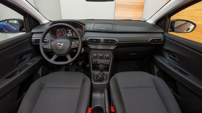 Dacia Sandero Essentiel - interior