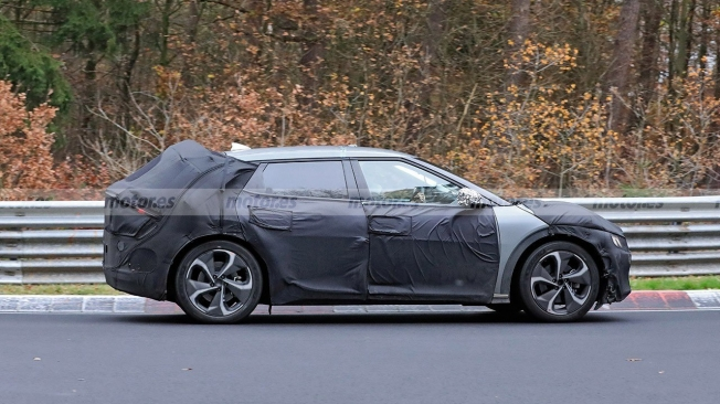 KIA CV - side spy photo