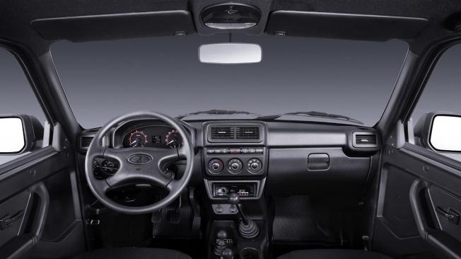 Lada 4x4 Black - interior