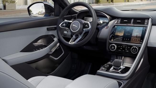 Jaguar E-Pace 2021 - interior