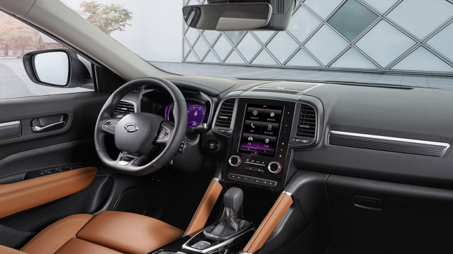 Samsung QM6 2021 - interior