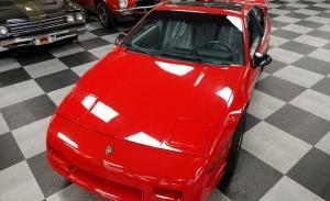 Récord absoluto: el último Pontiac Fiero fabricado vendido por más del triple de lo esperado