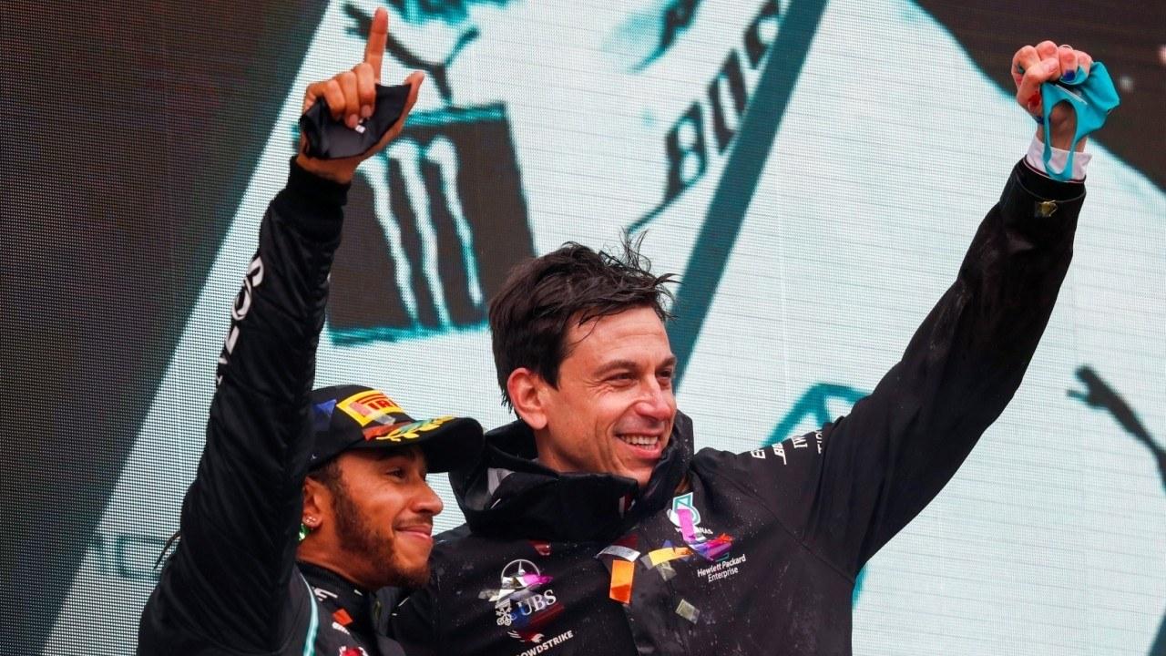 Wolff bromea con el 7º título de Hamilton: «Su renovación se ha encarecido»