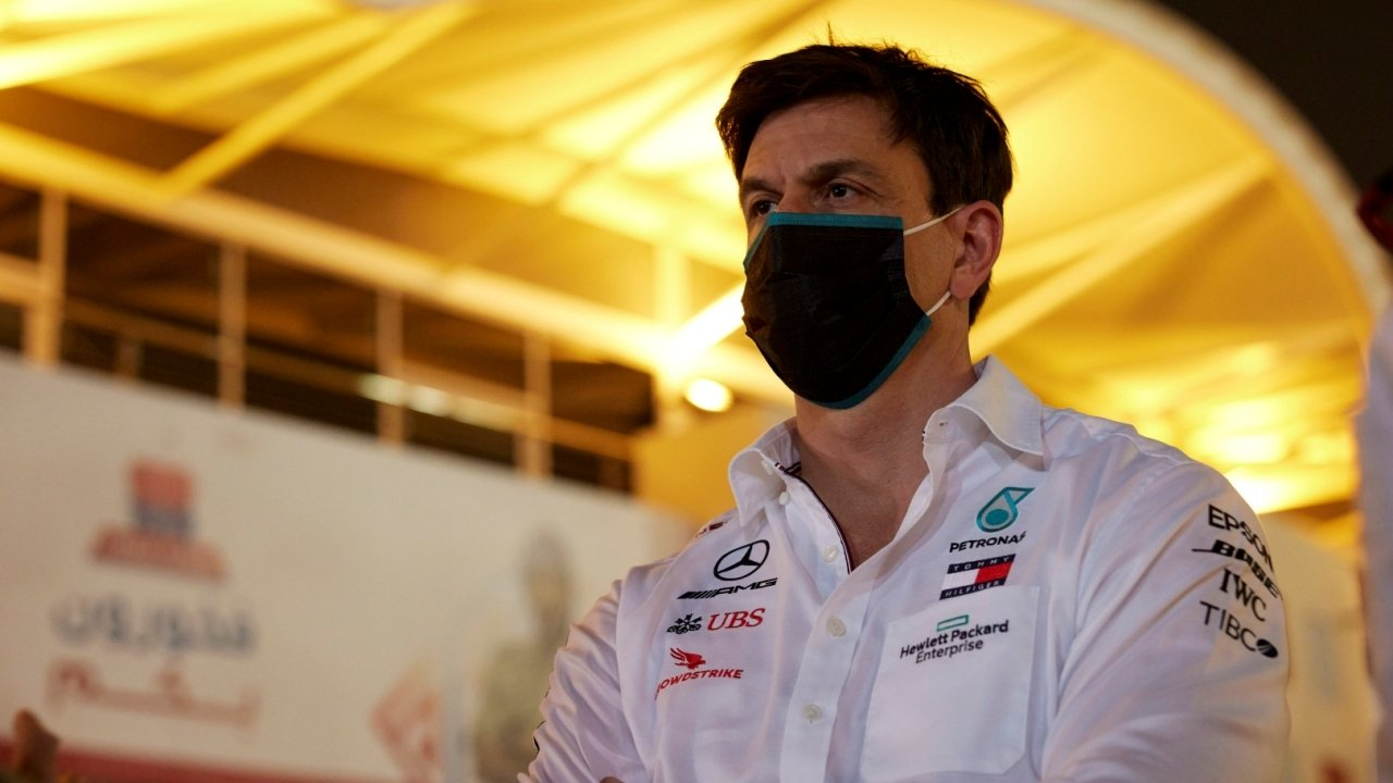 Wolff contradice a Hamilton y defiende los neumáticos 2021 de Pirelli