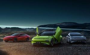 El Xpeng P7 estrena una espectacular variante con puertas tipo Lamborghini