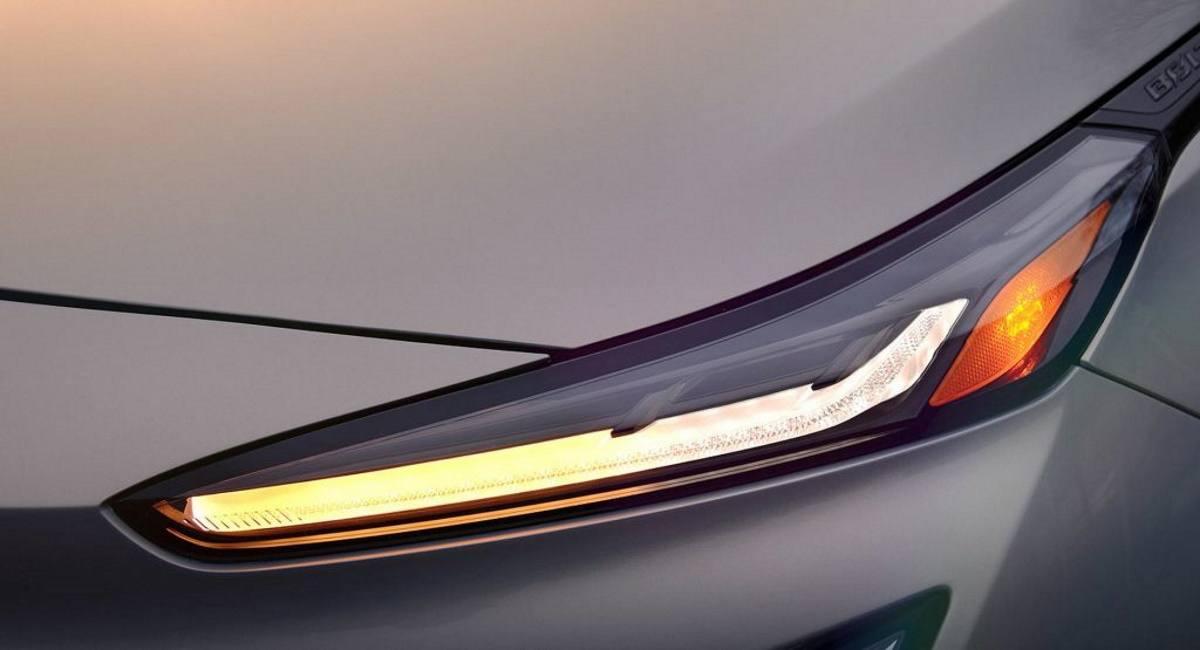 El Chevrolet Bolt EUV nos muestra sus ópticas por primera vez