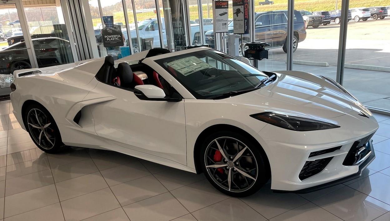 El primer Chevrolet Corvette C8 Convertible subastado supera los 115.000 $