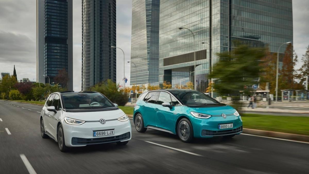 La comparativa definitiva: coche eléctrico vs coche de gasolina, cuánto gasta cada uno por cada 100 km