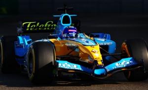 Las fotos y vídeos de Fernando Alonso con el Renault R25 en Abu Dhabi