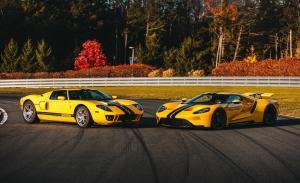 Dos raros Ford GT de 2005 y 2018 casi gemelos a subasta ¿Con cuál te quedas?