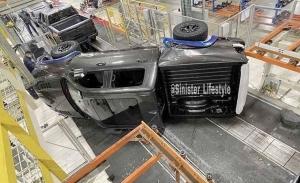 El nuevo RAM 1500 TRX sufre su primer accidente oficial... ¡en la cadena de montaje!