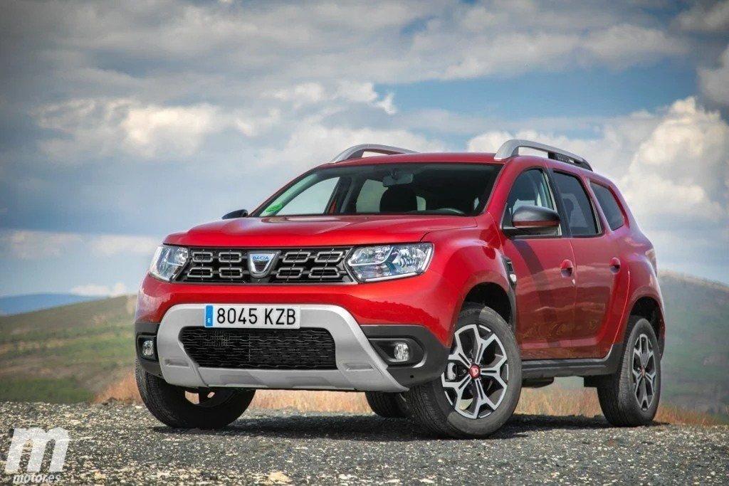 España - Noviembre 2020: El Dacia Duster encuentra el camino