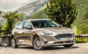 Holanda - Noviembre 2020: El Ford Focus escala puestos en un mercado en caída