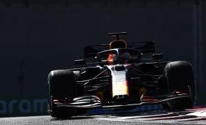 Verstappen arranca por delante de Bottas en Yas Marina, con Hamilton lejos