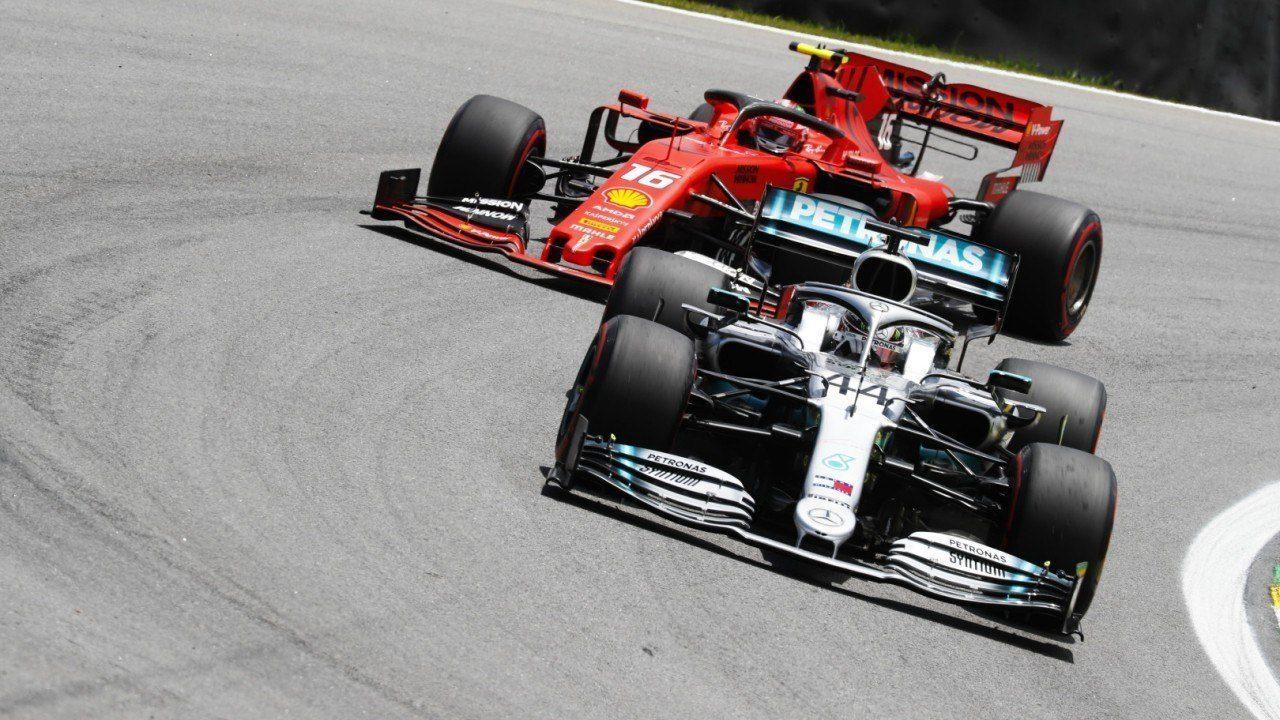 ¿Se arrepiente Ferrari de no haber fichado a Hamilton?: «Leclerc puede desafiarlo»
