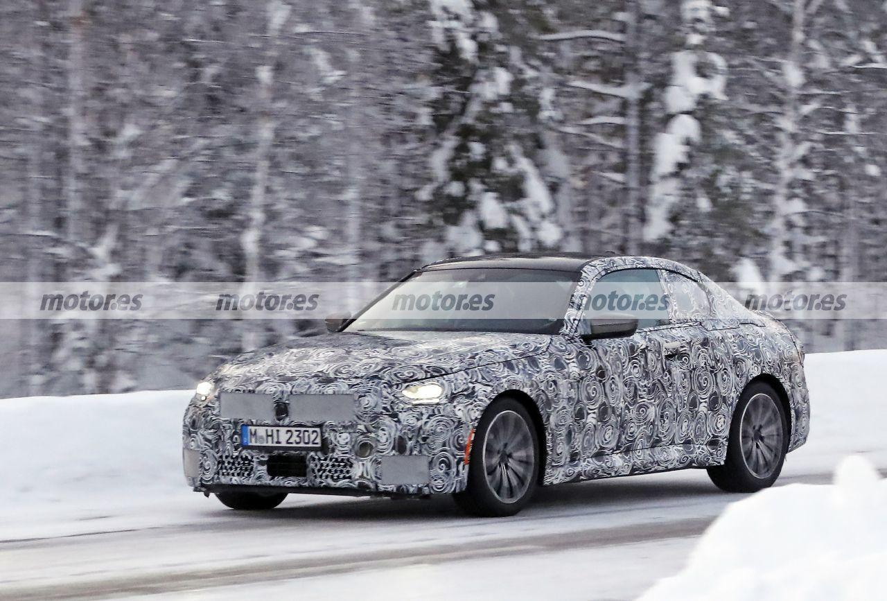 Cazado un prototipo camuflado del BMW M240i Coupé 2022 en las pruebas de invierno
