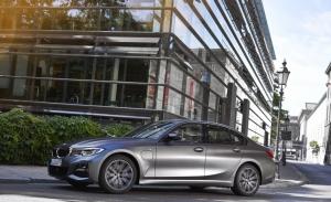 Los BMW Serie 3 y Serie 3 Touring estrenan la nueva versión híbrida enchufable 320e