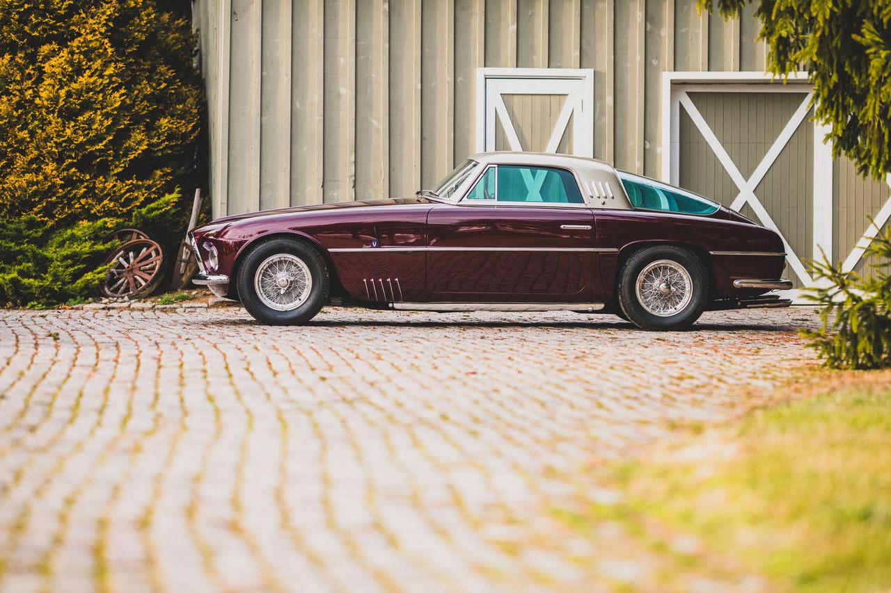 Uno de los tres Ferrari 375 America by Vignale aparece a subasta
