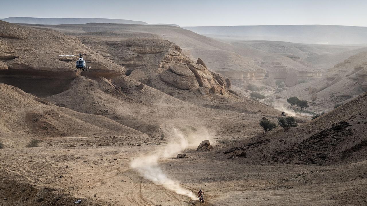 Price, Peterhansel, Cavigliasso, Domzala y Sotnikov, líderes del Dakar tras la primera semana