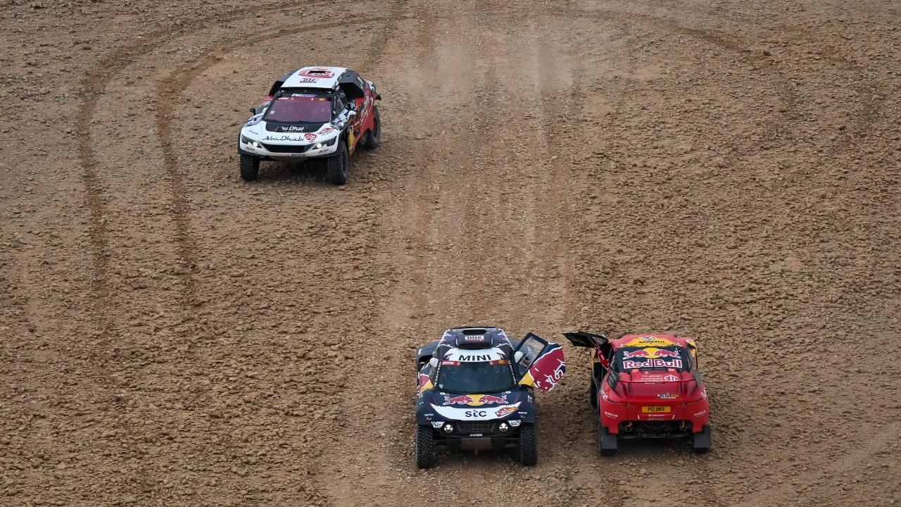 Los pilotos pierden la paciencia con la 'gymkana' en la que se ha convertido el Dakar