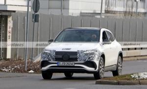 Los prototipos del nuevo Mercedes EQA 2021 lucen casi desnudos en nuevas fotos espía