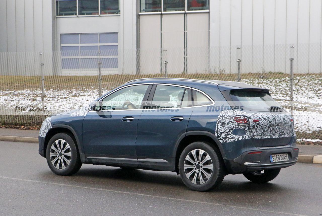 Foto espía Mercedes EQA 2021 - exterior