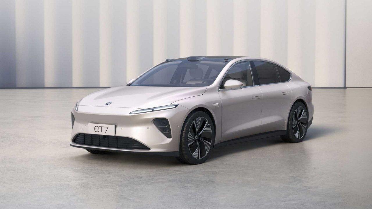 El NIO ET7 es un ultra-tecnológico y lujoso sedán de 653 CV y 1.000 km de autonomía