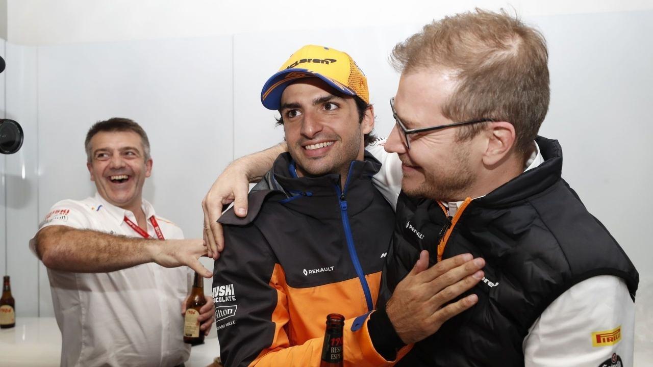 Seidl, deseando ver el duelo entre Sainz y Leclerc: «Carlos hará un gran trabajo»