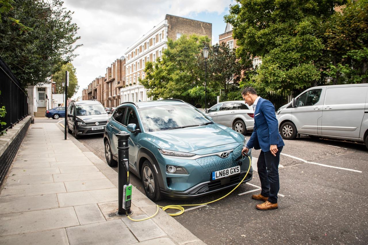 Shell quiere adquirir ubitricity, la red de recarga de vehículos eléctricos más importante del Reino Unido