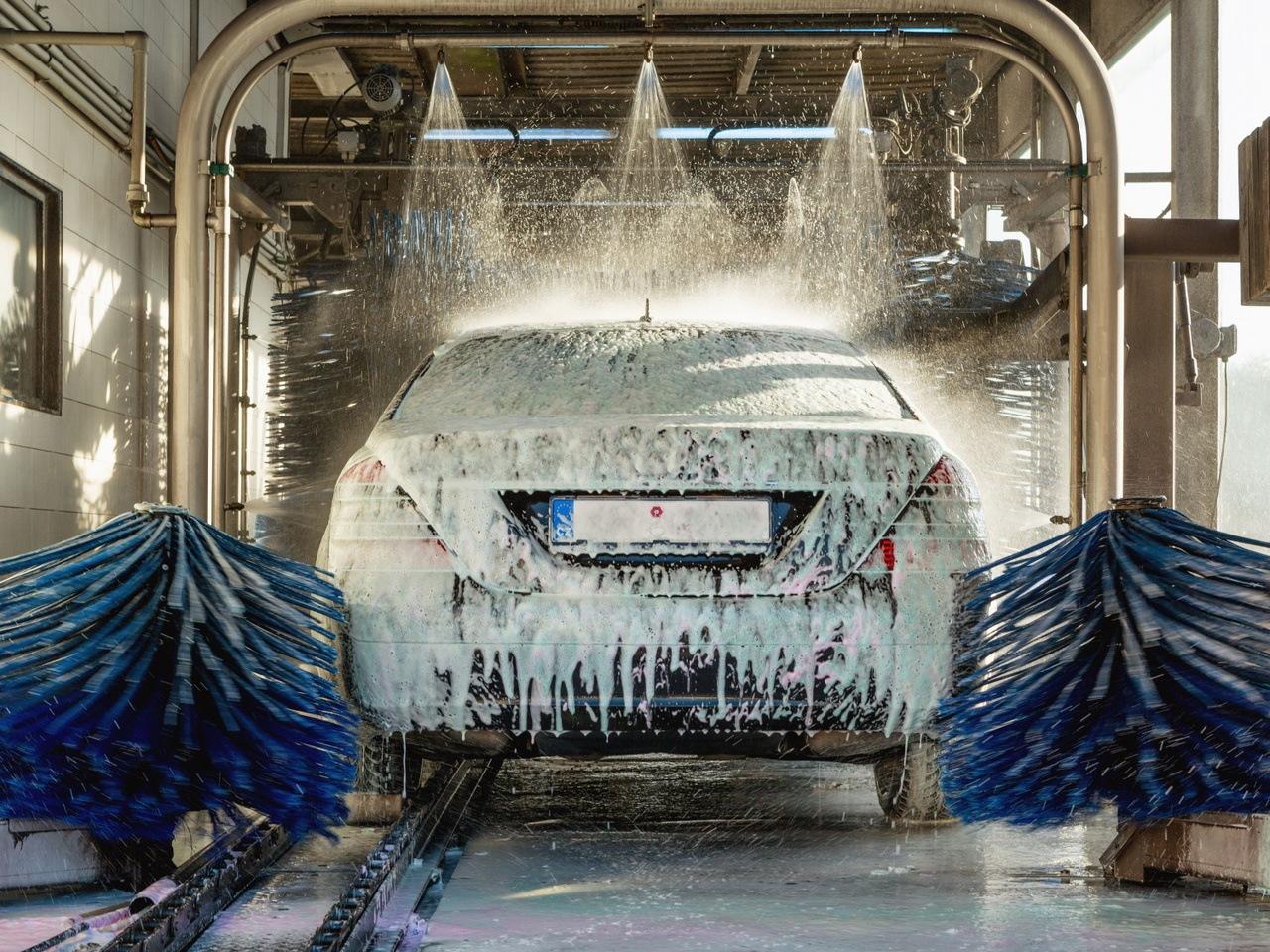 Toyota patenta un sistema de lavado automático para coches autónomos