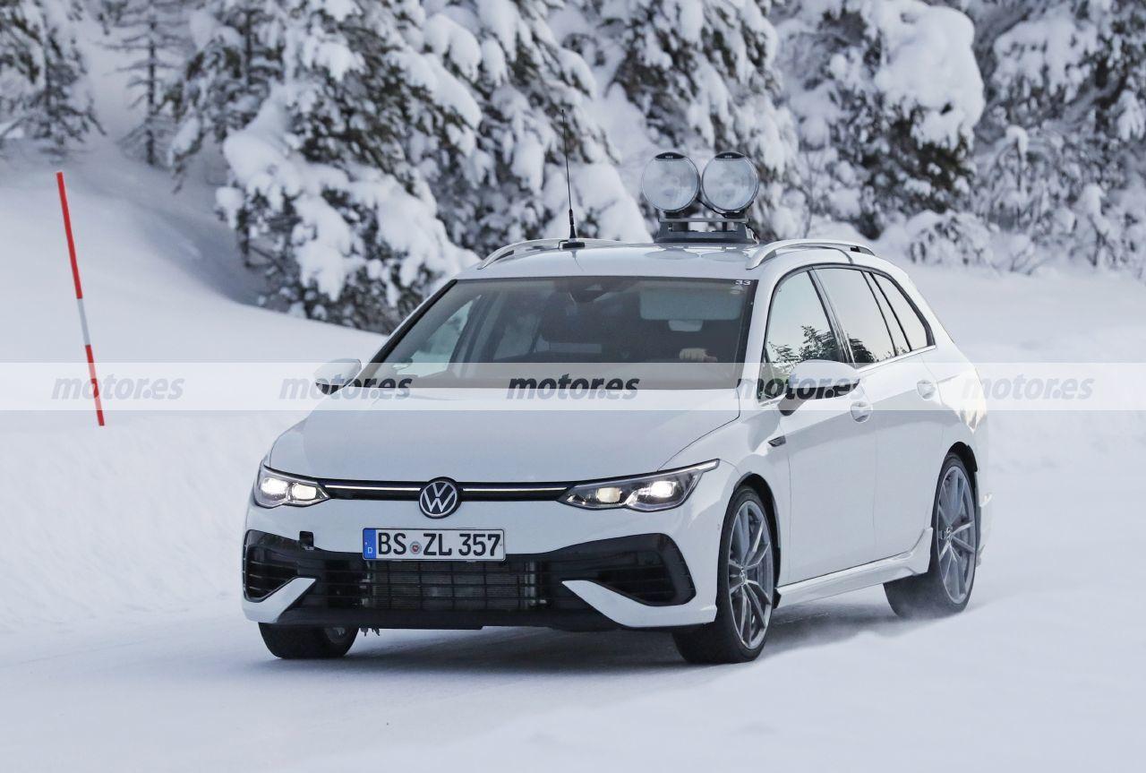 Cazado el nuevo Volkswagen Golf R Variant 2021 al desnudo en las pruebas de invierno