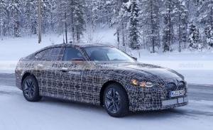 El BMW i4 2022 llega más destapado a las pruebas de invierno