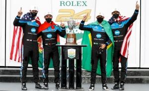 Acura gana las 24 Horas de Daytona, Antonio García vence en GTLM